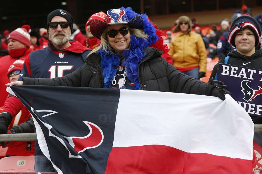 Houston Texans fans watch warm ups before an AFC divisional playoff game against the Kansas City Chiefs at Arrowhead Stadium on Sunday, Jan. 12, 2020, in Kansas City, Mo. Photo: Brett Coomer/Staff Photographer