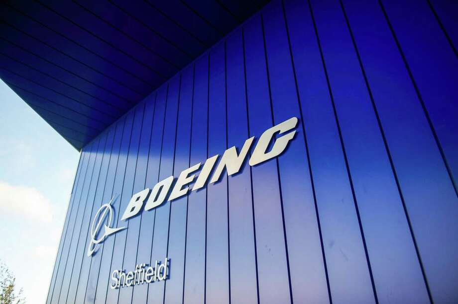 The Boeing logo hangs from an entrance to its factory in Sheffield, England, on Oct. 25, 2018. Photo: Bloomberg Photo By Matthew Lloyd. / © 2018 Bloomberg Finance LP