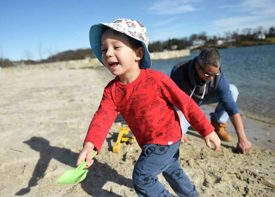 Pemberwick's Lukasz Cardenas, 3, digs a trench on the beach with his dad, Luis Cardenas, on a warm day at Byram Park in the Byram section of Greenwich, Conn. Monday, Jan. 12, 2020. Photo: Tyler Sizemore, Hearst Connecticut Media / Greenwich Time