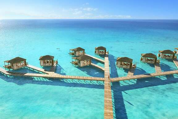 The island's Coco Beach Clubs offer floating cabanas and infinity edge pools. The island's Oasis Lagoon, which boasts the largest freshwater pool in the Caribbean, features several swim-up islands, a swim-up bar and private cabanas with attendant service.