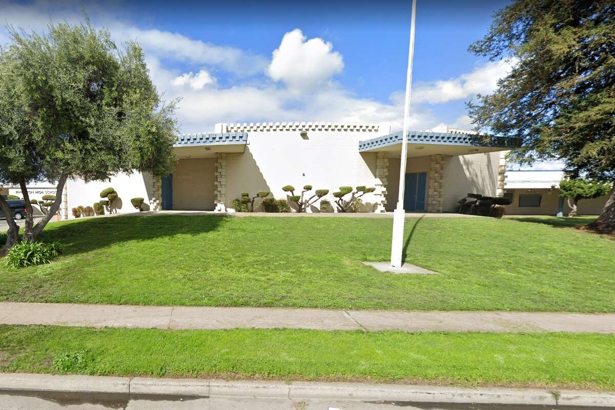 20) Irvington High School, Fremont California rank: #120Class size: 500 Student/teacher ratio: 25/1 Harvard University: 2 Princeton: 1 MIT: 1 Total: 4