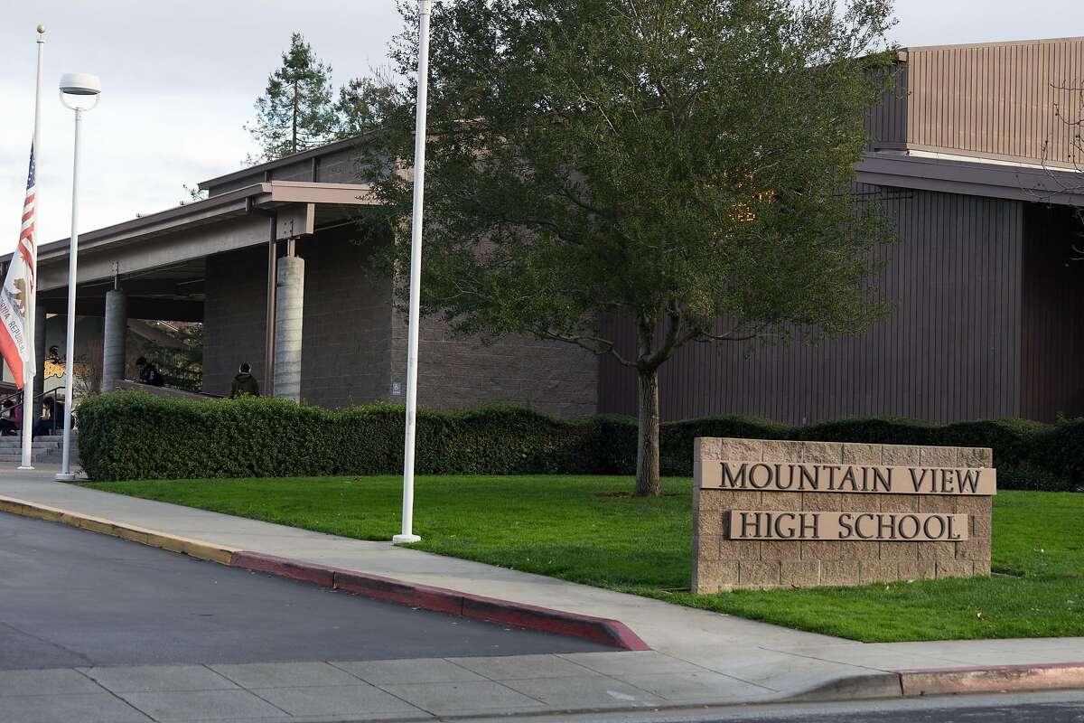 20) Mountain View High School California rank: #120Class size: 456 Student/teacher ratio: 19/1 Harvard University: 1 Princeton: 3 MIT: 0 Total: 4