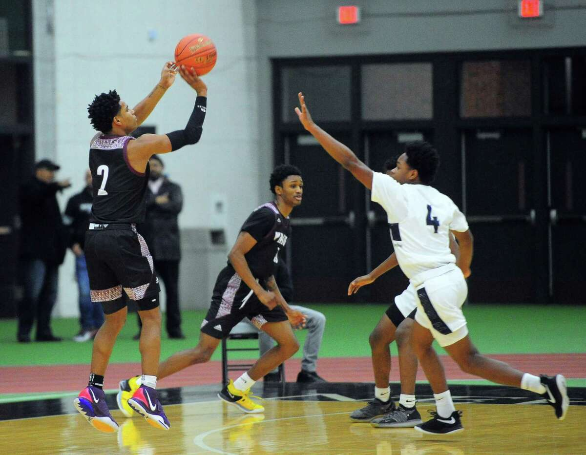 Boys high school basketball between Hillhouse and Windsor in New Haven, Conn., on Wednesday Jan. 8, 2020.