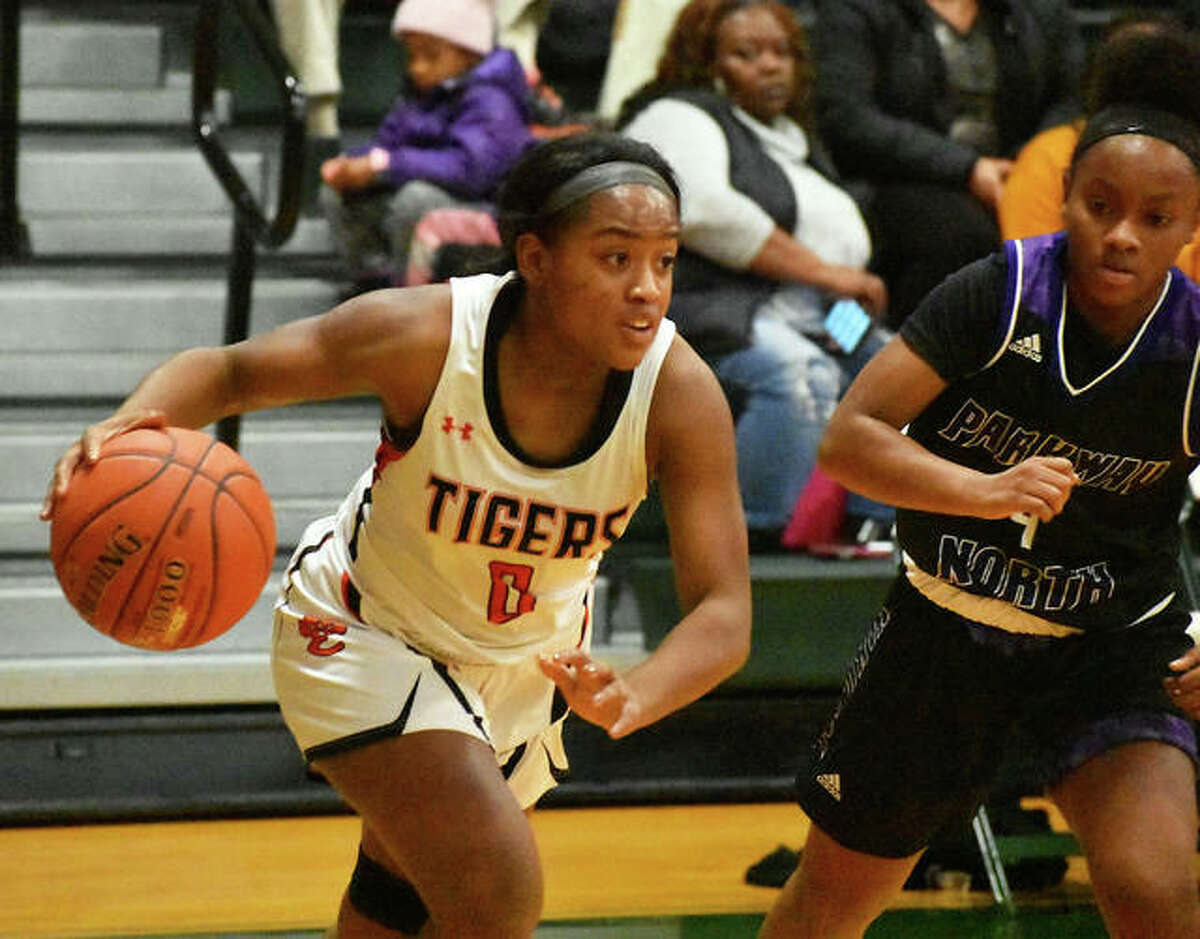 Edwardsville guard Quierra Love looks to drive the baseline in the first half against Parkway North.