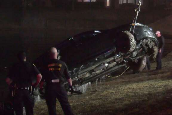 Fort Bend County Sheriff's Office deputies and other first responders work the scene where a woman drove her car into a lake near Oilfield Road and University Boulevard on Monday, Jan. 13, 2020.