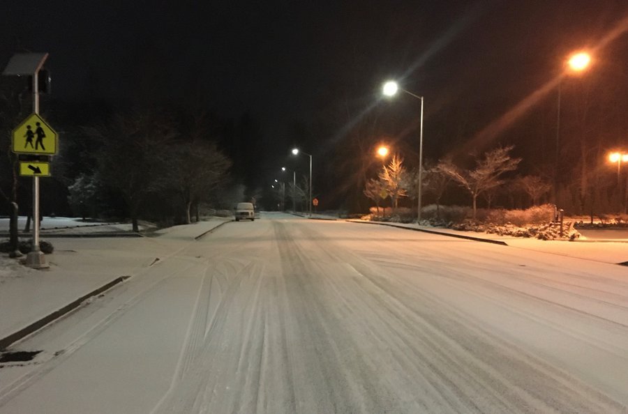 Snow, icy road conditions around Puget Sound forces school closures, delays Tuesday