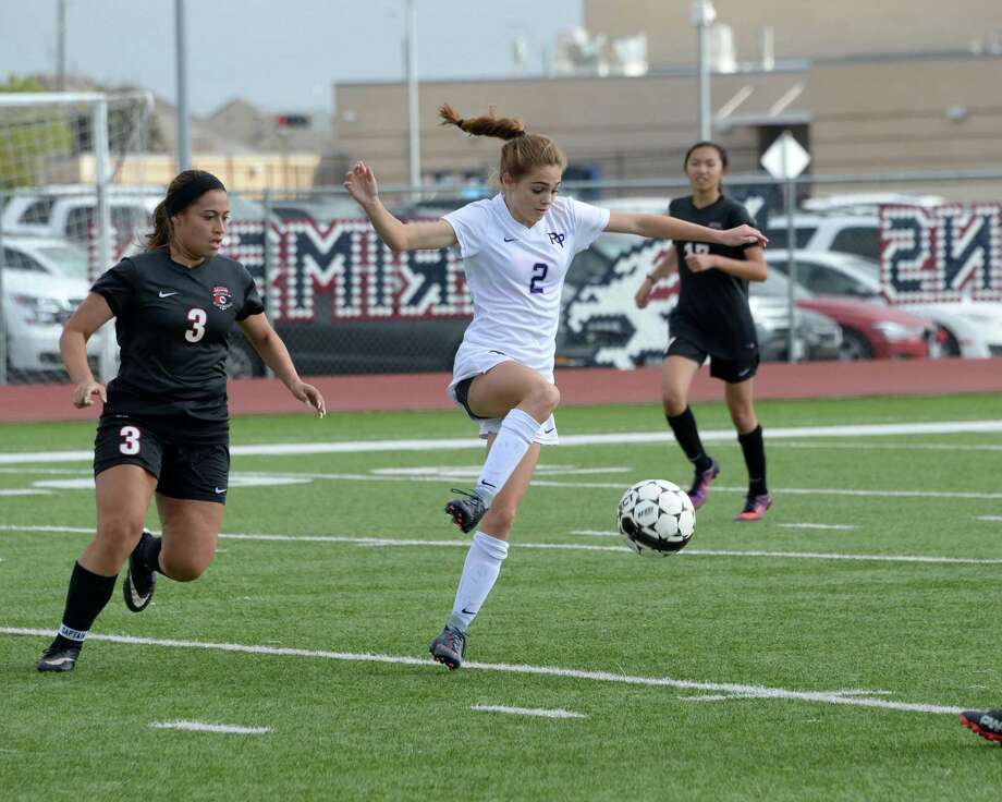 Cameryn Parsons (2) of Ridge Point traps a ball during the second half of a girls soccer pool game in the I-10 Shootout between the Bellaire Cardinals and the Ridge Point Panthers Eagles on Thursday January 11, 2018 at Tompkins HS, Katy, TX. Photo: Craig Moseley, Staff / Houston Chronicle / ©2016 Houston Chronicle