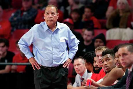 Kelvin Sampson was dismayed to watch UH blow a late six-point lead against Tulsa on Saturday as the Cougars failed to sink a field goal in the final 5½ minutes.
