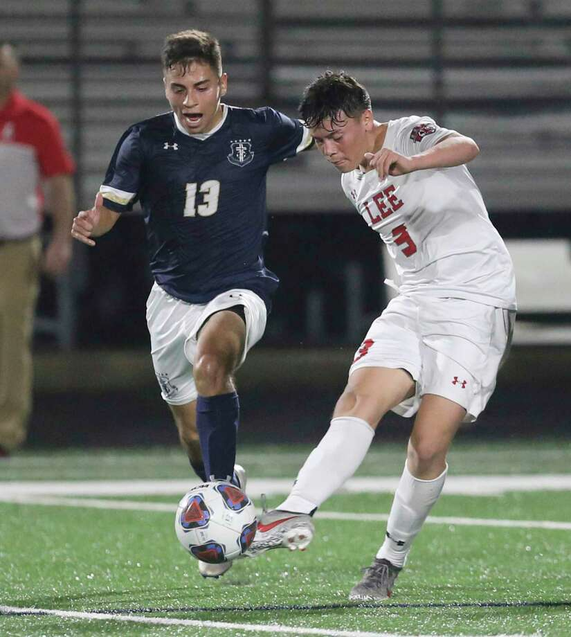 LEE's Hugo Cerros (03) gets the pass against Central Catholic's Jacob Jones (13) in boys soccer at Central Catholic on Tuesday, Jan. 14, 2020. LEE defeated Central Catholic, 1-0, to take the win between the two top rated high school teams. Photo: Kin Man Hui, San Antonio Express-News / Staff Photographer / **MANDATORY CREDIT FOR PHOTOGRAPHER AND SAN ANTONIO EXPRESS-NEWS/NO SALES/MAGS OUT/ TV OUT