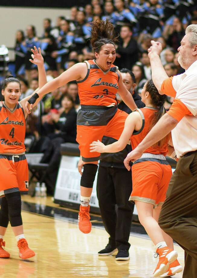 Ariana Garza and United beat United South 61-37 on the road Tuesday for outright possession of first place in District 29-6A. Photo: Danny Zaragoza /Laredo Morning Times