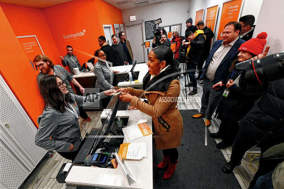 Illinois Lt. Gov. Juliana Stratton purchases recreational marijuana Wednesday at Sunnyside dispensary in Chicago. Photo: Paul Beaty | Associated Press