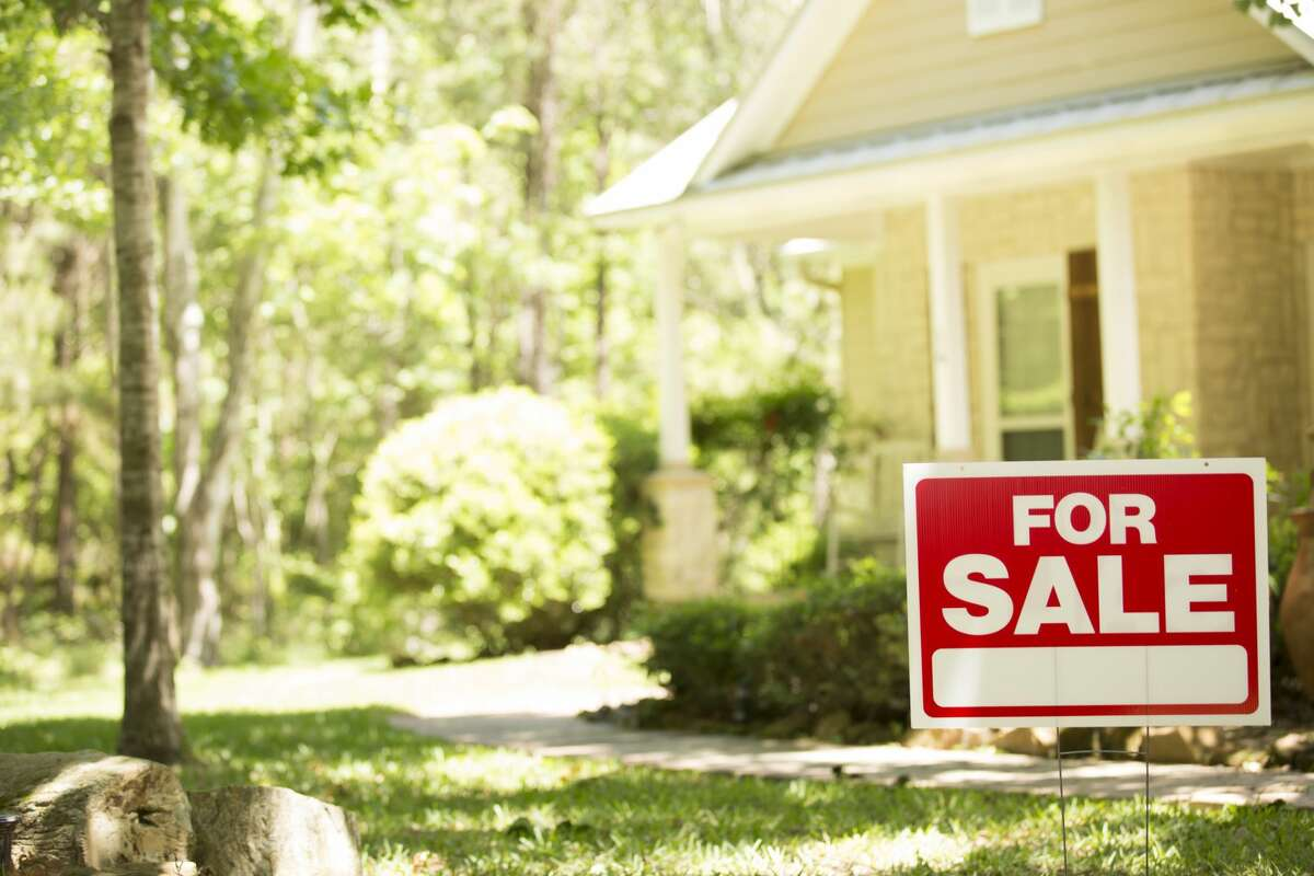 The COVID-19 outbreak has put many parts of life on hold, in the Seattle area and across the country.But, according to local real estate agents and experts, people are still buying and selling houses in what continues to be a strong housing market in the Seattle area.