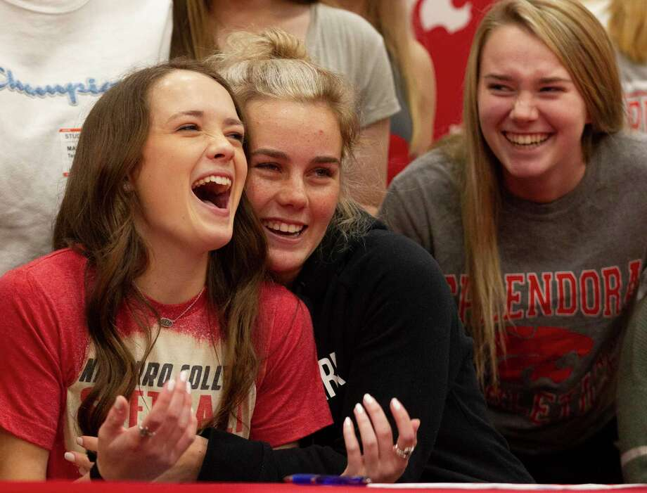 Splendora softball player McKenzie Lakey, center, shares a laugh as she gets a hug from Keeley Wright as Tori Moore looks on during a signing ceremony at Splendora High School, Wednesday, Jan. 15, 2019, in Splendora. Photo: Jason Fochtman, Houston Chronicle / Staff Photographer / Houston Chronicle © 2020