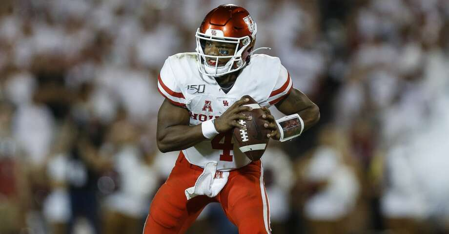 Houston Cougars quarterback D'Eriq King (4) looks for an open receiver during the third quarter of an NCAA game against the Oklahoma Sooners at Gaylord Memorial Stadium Sunday, Sept. 1, 2019, in Norman, Oklahoma. The Sooners won 49-31. Photo: Godofredo A Vásquez/Staff Photographer