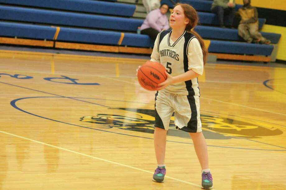 Baldwin's Yesenia Perfitt (5) brings the ball down the court for the Panther middle school team on Monday. (Star photo/John Raffel)