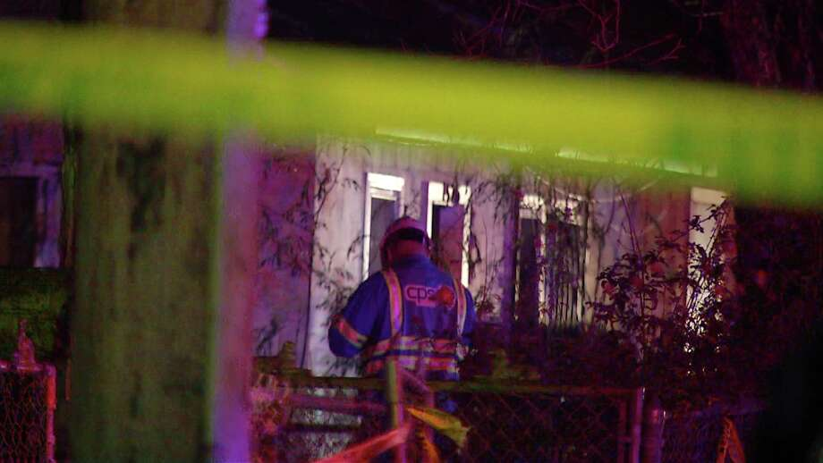 Arson investigators are looking into the cause of a fire near the 1500 block of SW 19th Street that injured one firefighter. Photo: Ken Branca