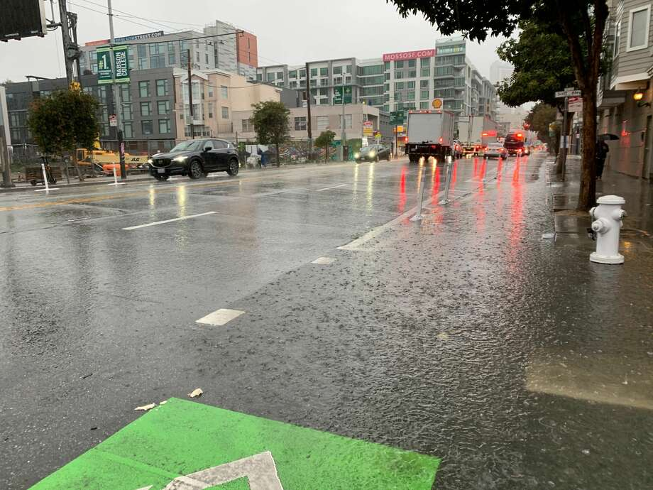 A heavy rainfall on Thursday, January 16, 2020 made for a slick morning commute and some localized flooding in San Francisco and the Bay Area. Photo: Grant Marek / SFGate