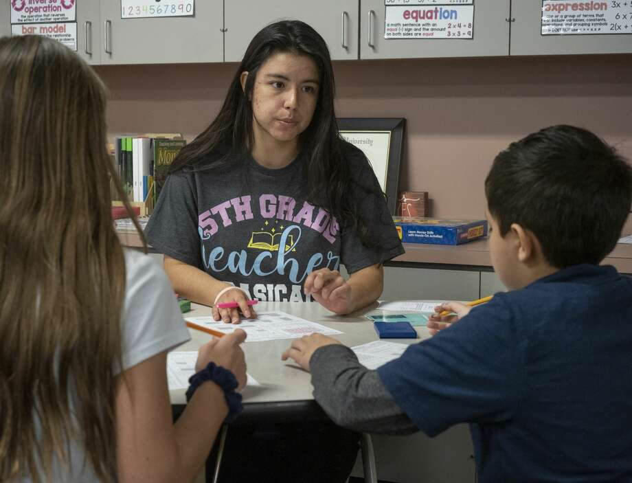 Isabel Reyes works with her fifth graders at Long Elementary. 01/16/20 Tim Fischer/Reporter-Telegram Photo: Tim Fischer/Midland Reporter-Telegram