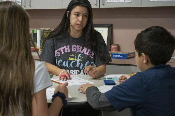 Isabel Reyes works with her fifth graders at Long Elementary. 01/16/20 Tim Fischer/Reporter-Telegram