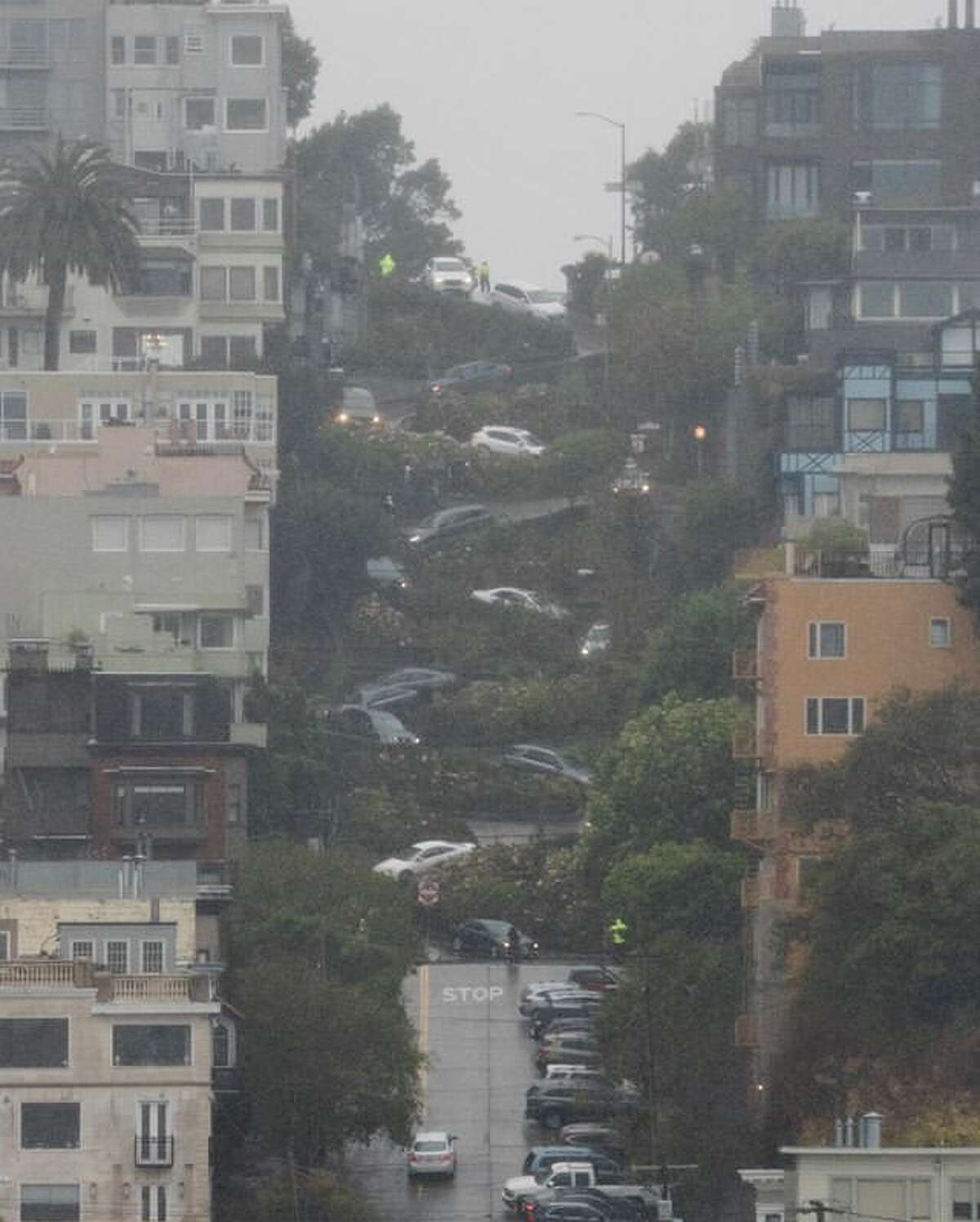 @albertjonlee photographed cars making their way down Lombard Street during a rain storm on Jan 16, 2020.