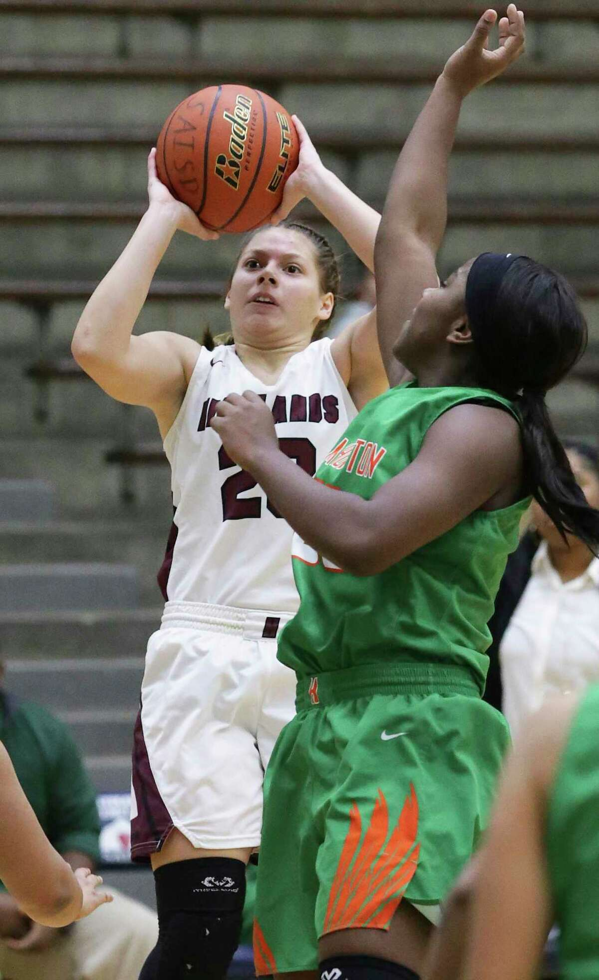 Highlands senior Layla Mendoza this week became the 24th area girl to score 2,000 career points.
