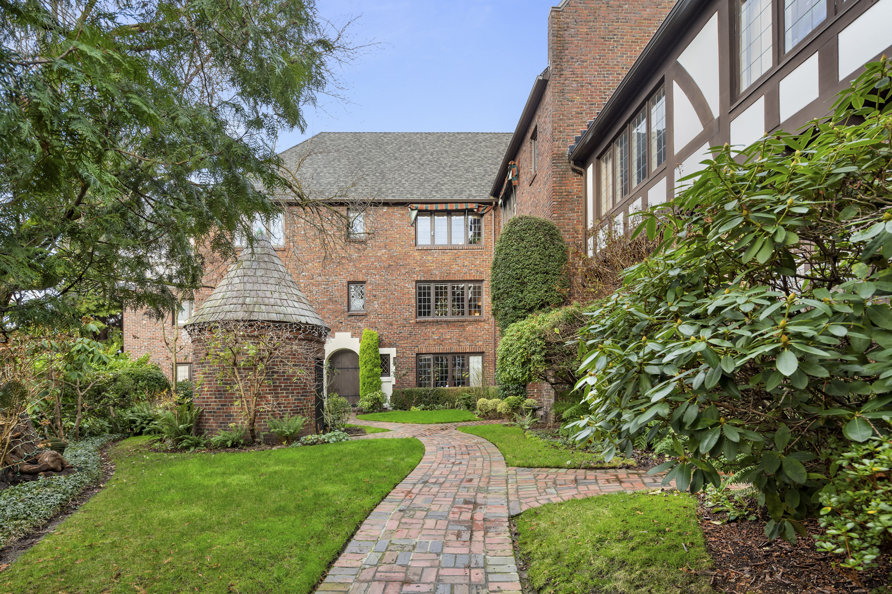 This condo lets you live in a castle on Seattle's Capitol Hill for $625K