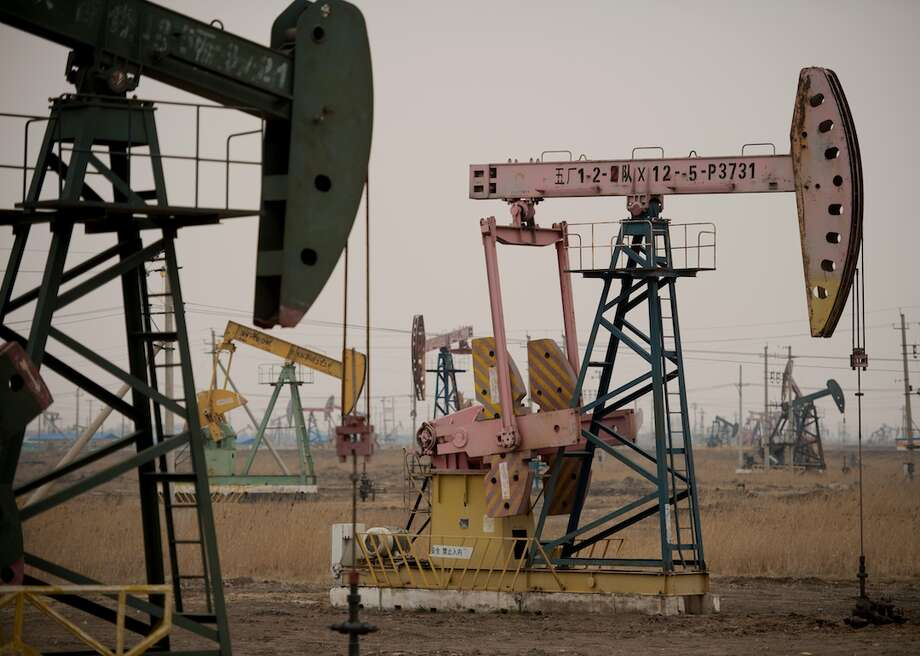 Daqing Field, China's largest oil field. Photo: NICOLAS ASFOURI/AFP // Getty Images