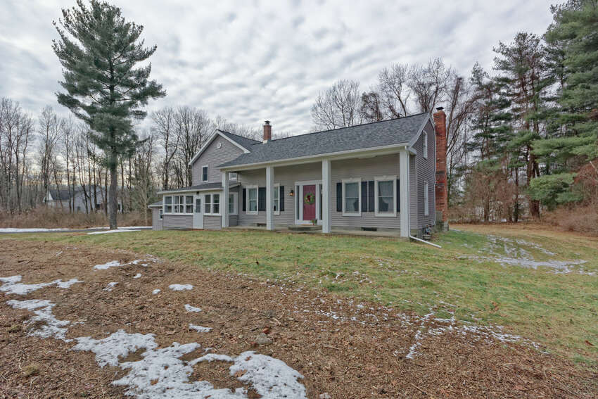 House of the Week: 200 Moe Rd., Clifton Park | Realtor: Nicole Fettuccia of B&L Property Group | Discuss: Talk about this house