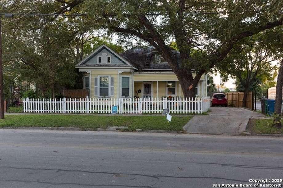The 3-bed, 1-bath abode at 919 Camden St. Photo: San Antonio Board Of Realtors