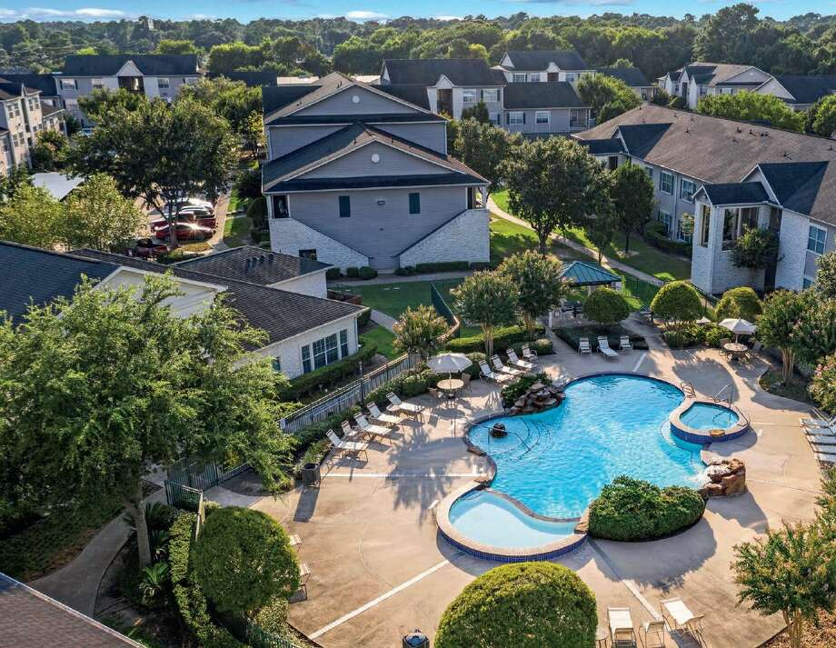 Oak Grove, a complex at 10770 Barely Lane off Jones Road in northwest Houston, was built in 2004. Western Wealth Capital acquired the 280-unit complex. Photo: Western Wealth Capital