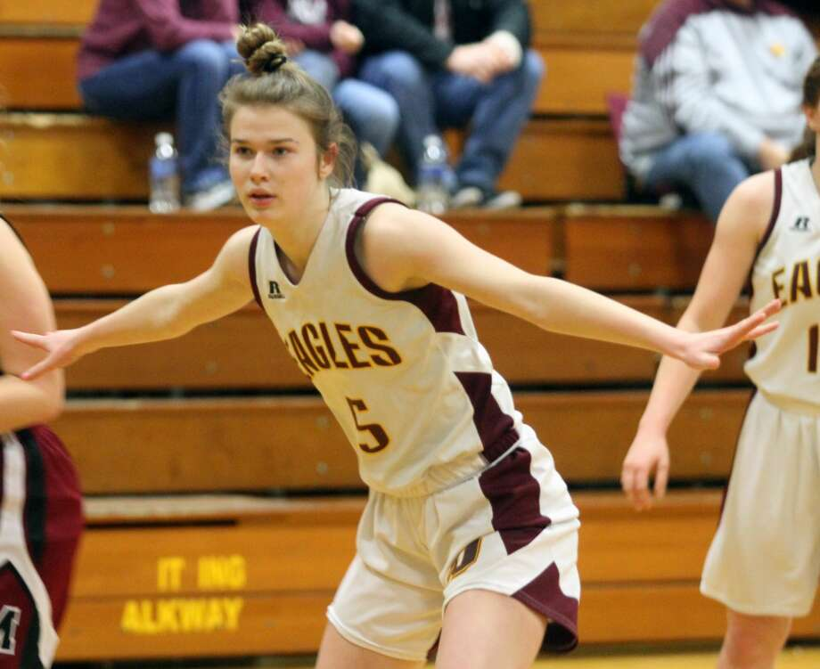 The Deckerville girls basketball team pieced together a dominant performance against Mayville with a 64-14 victory on Thursday, Jan. 16. Photo: Eric Rutter/Huron Daily Tribune