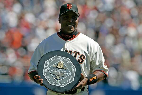 giants_087_mac.jpg Barry Bonds holds his National League MVP award for the fans to see. Opening day of the 2005 baseball season for the San Francisco Giants. The Giants take on the Los Angeles Dodgers. 4/5/05 San Francisco, Ca Michael Macor / San Francisco Chronicle Ran on: 08-02-2005 Barry Bonds said hell follow his doctors advice and give up on playing this season.