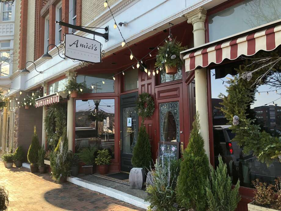 Amici's Italian restaurant at 500 Howe Avenue, Shelton. Photo: Brian Gioiele / Hearst Connecticut Media / Connecticut Post
