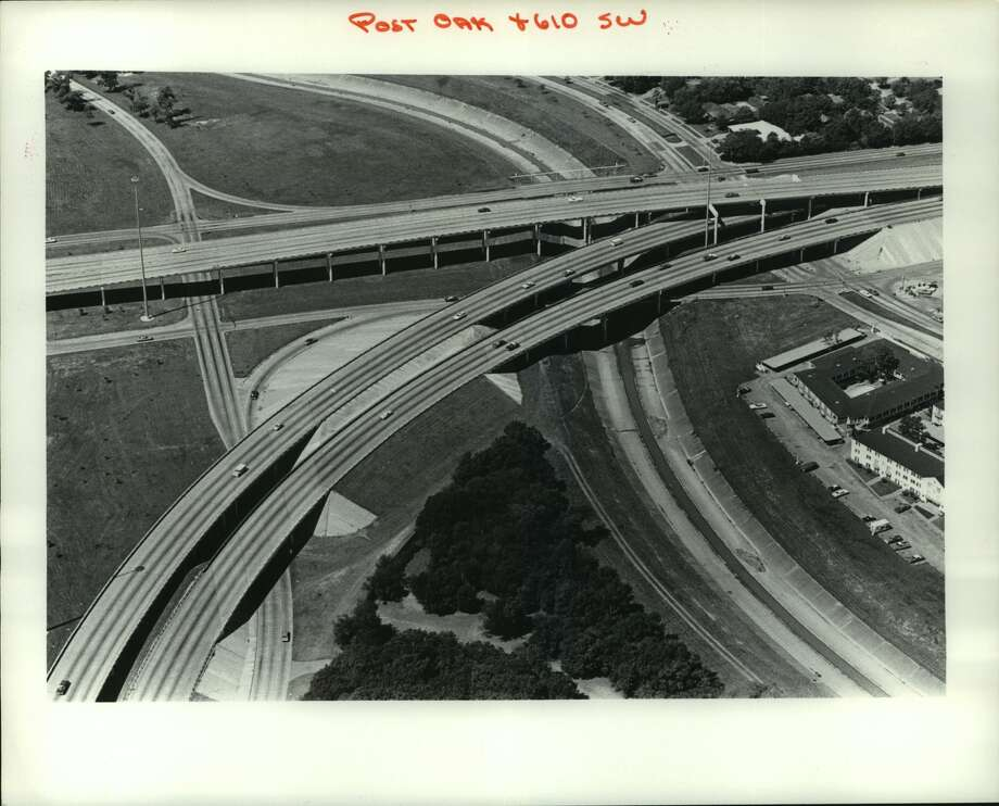 March 1977: West Loop at South Post Oak Photo: Blair Pittman/Houston Chronicle