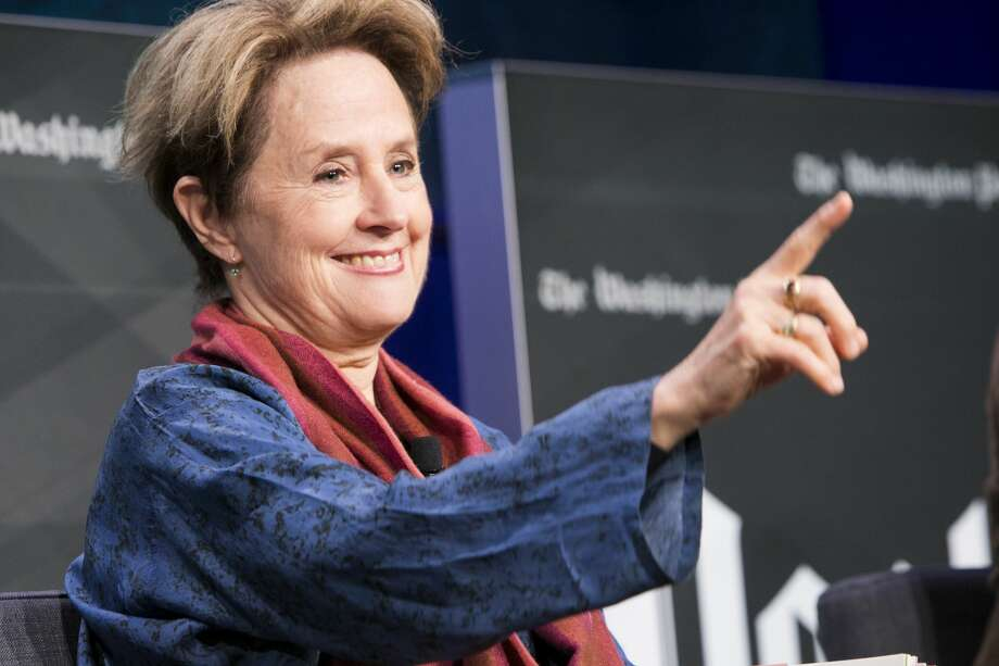 Alice Waters planning outdoor sit-down dinner on 10-block-long table