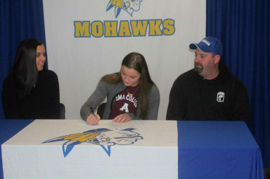 Mohawk volleyball player signs with Alma