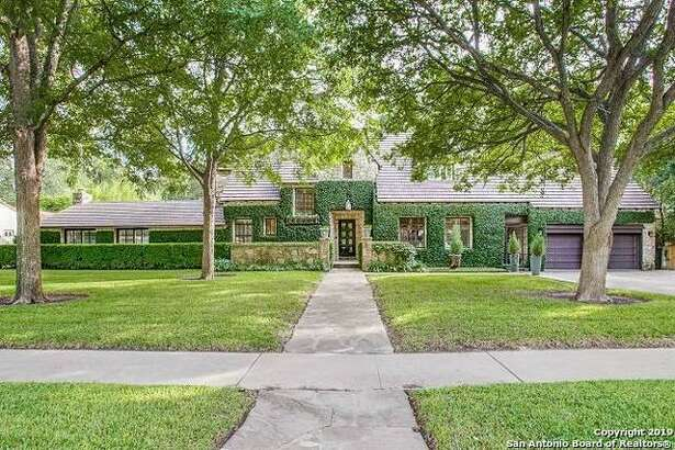 200 W Elsmere PI, San Antonio, TX 78212   Listing Price: $1,250,000 Bed/Bath: 4 bedrooms, 3 full bath, 1 ½ bath Year built: 1925 https://www.har.com/p/mysa/detail/SABORTX-1414482