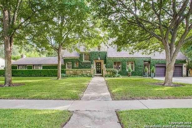 200 W Elsmere PI, San Antonio, TX 78212  Listing Price: $1,250,000 Bed/Bath: 4 bedrooms, 3 full bath, 1 ½ bath Year built: 1925 https://www.har.com/p/mysa/detail/SABORTX-1414482