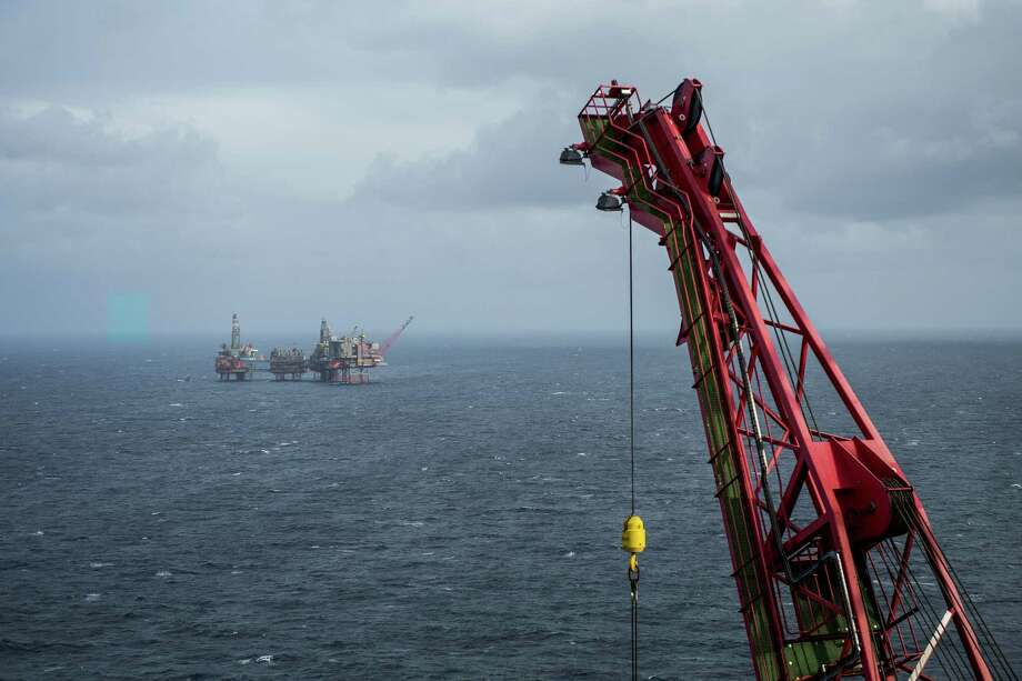 A Maersk Reacher rig in the Valhall field in the North Sea off the coast of Norway in October 2019. Oil declined for the second week as signs that supplies remain plentiful offset optimism over the signing of the U.S.-China trade agreement. Photo: Carina Johansen, Bloomberg / © 2019 Bloomberg Finance LP