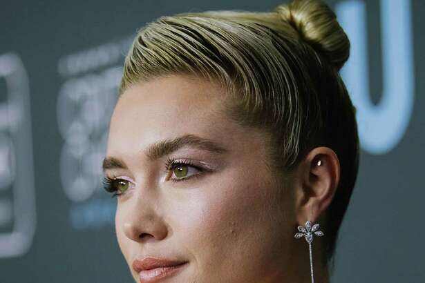 SANTA MONICA, CALIFORNIA - JANUARY 12: Florence Pugh attends the 25th annual Critics' Choice Awards at Barker Hangar on January 12, 2020 in Santa Monica, California. (Photo by Emma McIntyre/Getty Images)