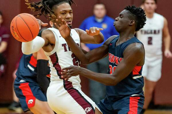 Silsbee's Chris Martin (20) fights for control of the ball with Hardin-Jefferson's RJ Sears (20) in the third quarter of their game on Friday, January 17, 2020. Fran Ruchalski/The Enterprise