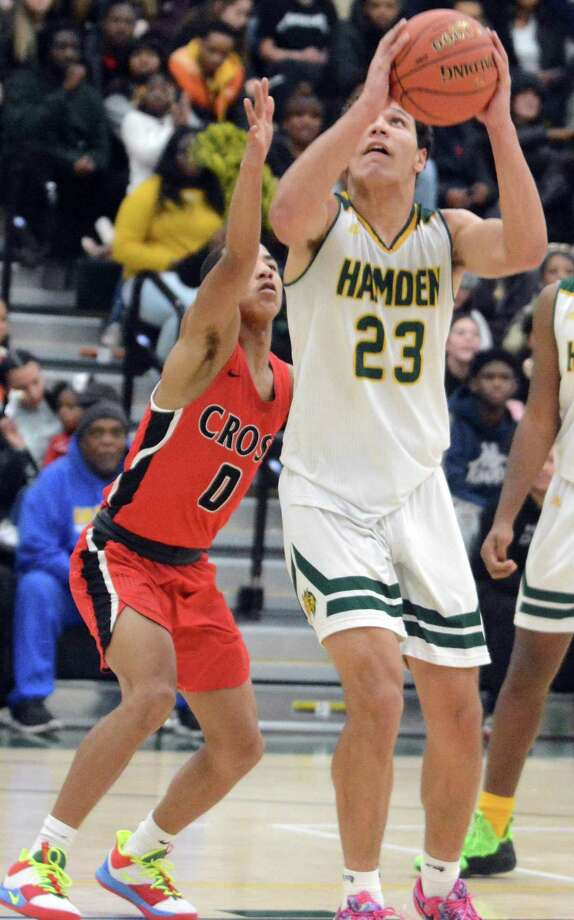 Hamden's Heston Tucker scored 31 points in a win over Amity. Photo: Dave Phillips / For Hearst Connecticut Media