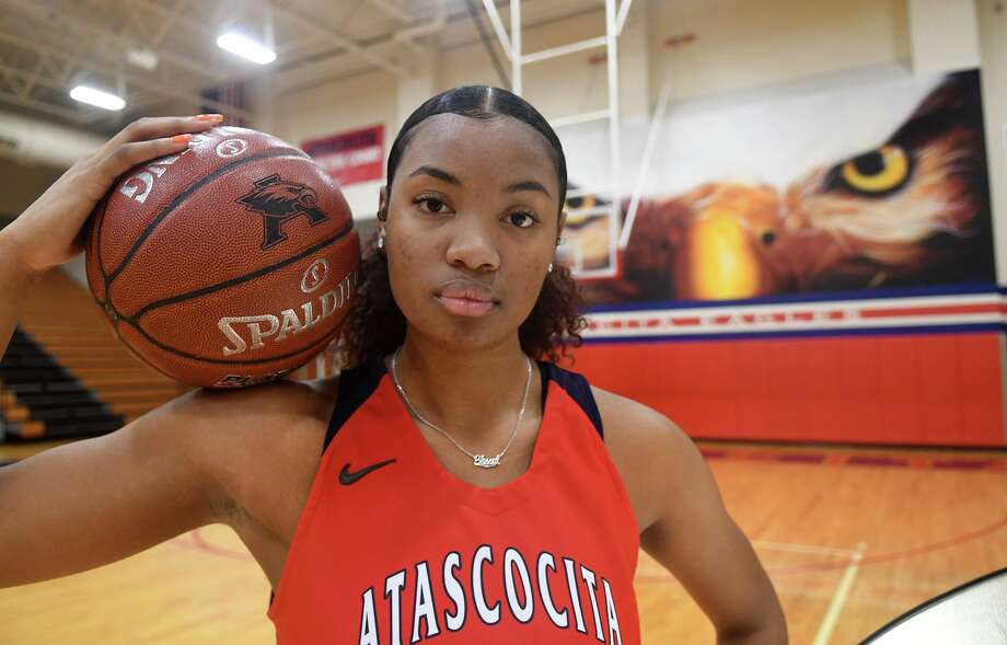 Atascocita senior post Elyssa Coleman poses for a portrait in the AHS gym on Jan. 6, 2020. Photo: Jerry Baker, Houston Chronicle / Contributor / Houston Chronicle