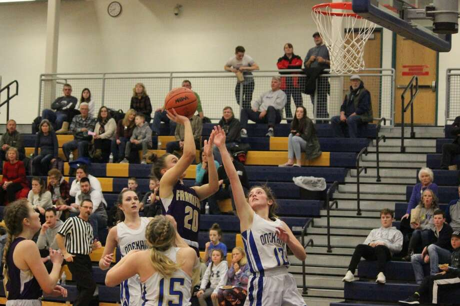Reagan Thorr elevates above the defender for a layup. Photo: Robert Myers