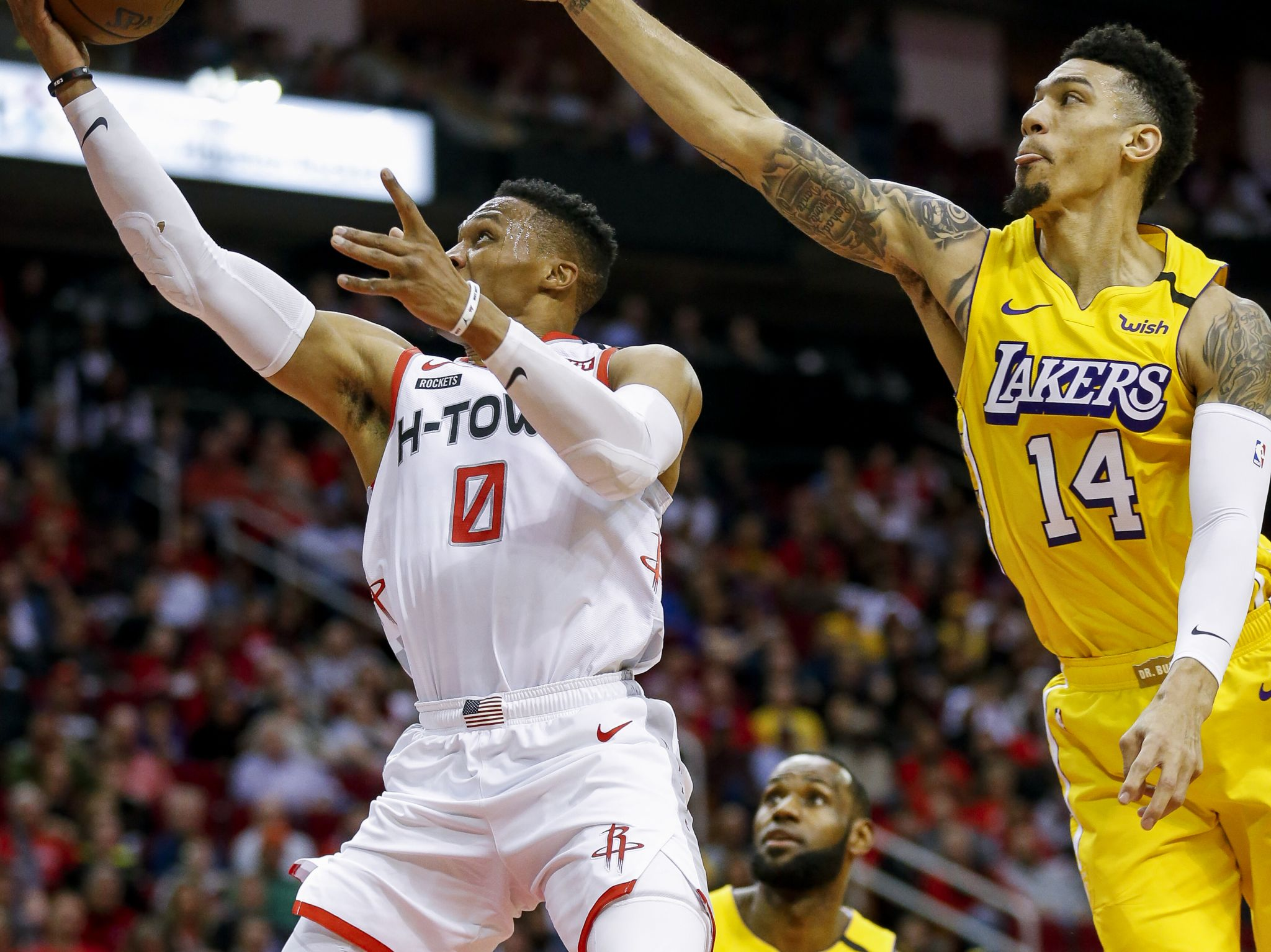 Rockets stumble in second half, fall to Lakers for third straight loss