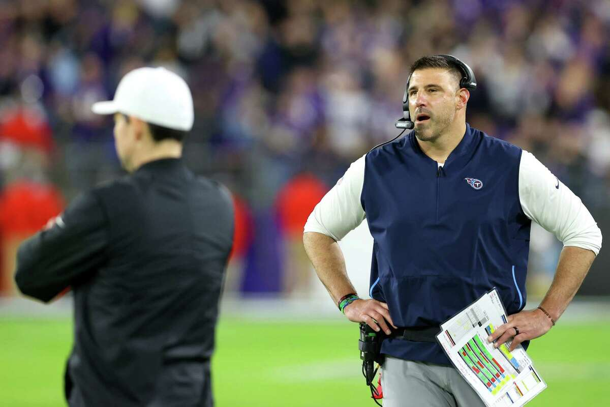 BALTIMORE, MARYLAND - JANUARY 11: Head coach Mike Vrabel of the Tennessee Titans looks on during the AFC Divisional Playoff game against the Baltimore Ravens at M&T Bank Stadium on January 11, 2020 in Baltimore, Maryland. (Photo by Rob Carr/Getty Images)