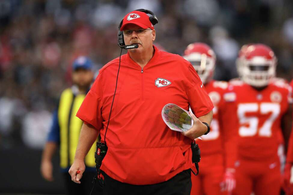 OAKLAND, CA - OCTOBER 19: Head coach Andy Reid of the Kansas City Chiefs reacts to a play against the Oakland Raiders during their NFL game at Oakland-Alameda County Coliseum on October 19, 2017 in Oakland, California. (Photo by Ezra Shaw/Getty Images) ORG XMIT: 700070688