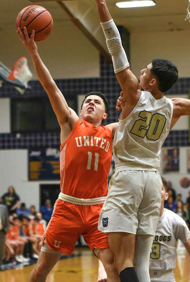 Alex Idrogo scored 19 points in United's 70-63 win at Alexander on Saturday. Photo: Danny Zaragoza /Laredo Morning Times / Laredo Morning Times