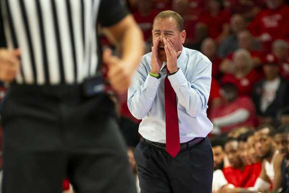 Houston Cougars head coach Kelvin Sampson yells from the sideline during the first half of the Cougars' game against the Mustangs at the Fertitta Center in Houston, Wednesday, Jan. 15, 2020.