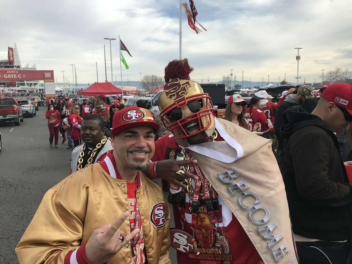 49ers fans tailgate at Levi's Stadium ahead of the NFC Championship Game against the Packers on Jan. 19, 2020.
